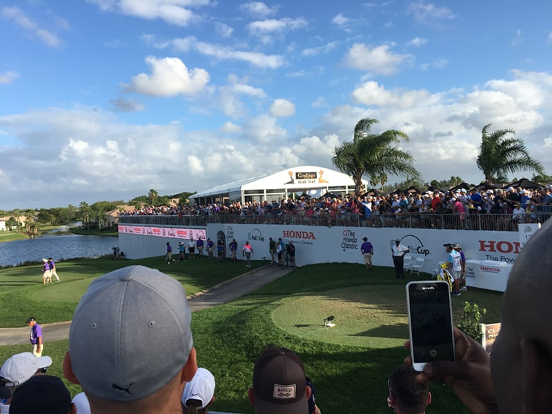 Here comes Tiger Woods on the 17th hole of The 2018 Honda Classic!